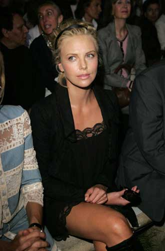 charlize theron golden globe awards 2005. Charlize Theron at the Paris
